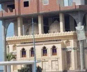 """""""معرفتكش أنا كدا"""".. مالك عقار يتحايل على القانون ببناء منزل فوق مسجد للهروب من المخالفات"""