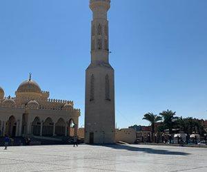 مسجد الميناء الكبير بالغردقة.. قبلة المصلين والسياح في البحر الأحمر