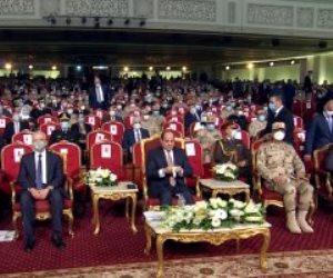 """الرئيس السيسي يشاهد فيلما تسجيليا بعنوان """"حلم الشهيد"""" عن تضحيات شهداء الوطن"""