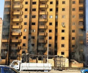 لحظة تفجير عقار فيصل المحترق لحماية المباني المجاورة.. فيديو