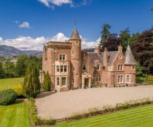 قلعة مذهلة في اسكتلندا للبيع مقابل 2 مليون إسترليني (صور)