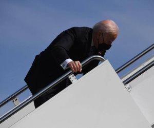"""الرئيس الأمريكي يتعرض لموقف محرج.. ماذا حدث لـ""""بايدن""""؟"""