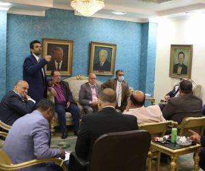 يشعل الفتن.. رؤساء تحرير الصحف والإعلاميين يناشدون سلطات الدولة بإقالة وزير الإعلام