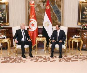 السيسي يودع ضيفه الرئيس التونسي قيس سعيد بمطار القاهرة