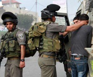 استمرارا لانتهاكات الاحتلال الإسرائيلي.. اعتقال 3 فلسطينيين في الخليل