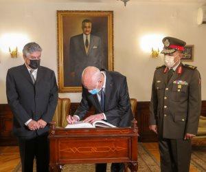 """رئيس تونس من أمام قبر """"عبد الناصر"""": مواقفه للأمة العربية لا تنسى وكنا نتابع خطبه"""