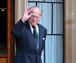 """الملكة إليزابيث عن وفاة زوجها الأمير فيليب: """" ترك """"فراغا كبيرا"""".. وموته بسلام فى المنزل """"معجزة"""""""
