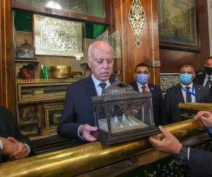 الرئيس التونسي يتجول في شوارع الحسين.. والرئاسة التونسية تحتفل بالجولة التاريخية (صور)