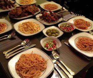 «يا بخت من زار وخفف».. إتيكيت عزومات رمضان في زمن الكورونا