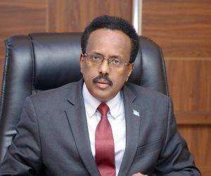 الرئيس يمدد ولايته وخلافات عصفت بالانتخابات.. ماذا يحدث في الصومال؟