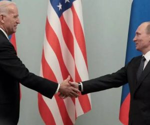 حظر وعقوبات وسجال دبلوماسي.. ماذا تشهد العلاقات الأمريكية الروسية الآن؟