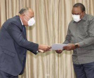 سامح شكري يستعرض مع رئيس كينيا مجريات اجتماعات كينشاسا بشأن سد النهضة