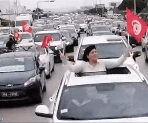 رغم الوضع الوبائي الخطير.. مسيرة بالسيارات تجوب شوارع تونس ضد الإخوان ورئيس الحكومة