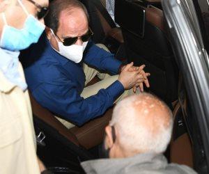 السيسي يستعلم عن أحوال مواطنين خلال جولة تفقد محاور شرق القاهرة (صور)