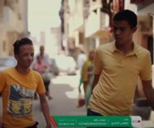 """لمساعدتهما في كسب الرزق.. """"حياة كريمة"""" يهدى علاء وأسرته محلا وبضاعة"""