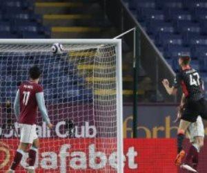 """بيرنلي ضد ليفربول.. فيليبس يضاعف تقدم الريدز بالهدف الثاني """"فيديو"""""""