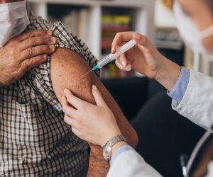 الذكور يتفوقون على الإناث.. الصحة تكشف نسب التطعيم بلقاح كورونا
