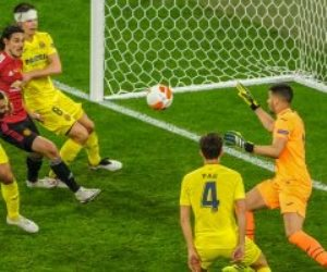 مانشستر يونايتد يتعادل أمام فياريال بهدف كافاني في الدقيقة 55.. فيديو