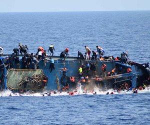 صور مؤلمة قرب قوارب الموت.. جثث أطفال ينهشها الرمال على شواطئ ليبيا