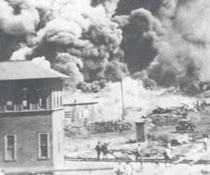 في ذكري مذبحة تولسا.. حشد من البيض قتلوا المئات من السكان السود وأحرقوا المباني بزعم اغتصاب رجل أسود لامرأة بيضاء