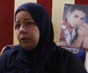 """بسبب """"خمسينة شاى"""".. شاب يمزق جسد آخر أمام جيرانه وأسرة الضحية تتحدث (فيديو)"""