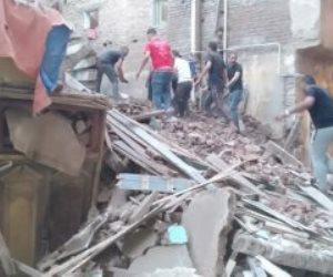 انهيار عقار من 4 أدوار بمنطقة العطارين وسط الإسكندرية وانتشال شخصين مصابين بجروح