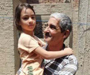 """""""الميت الحي"""".. مواطن يتلقى عزاءه بعد إعلان وفاته فى 3 مساجد"""