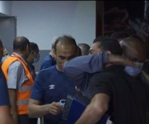 بالأحضان.. أحمد فتحى يستقبل موسيمانى وعبد الحفيظ قبل مباراة الأهلى وبيراميدز