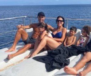 رونالدو يغسل أحزان الخروج من اليورو فى رحلة بحرية مع  جورجينا
