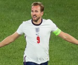 هاري كين يسجل هدف منتخب انجلترا الثاني ضد الدنمارك في الدقيقة 104.. فيديو
