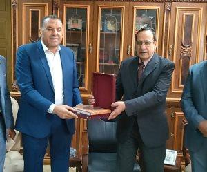 محافظ شمال سيناء يستقبل أعضاء البرنامج الرئاسي في ختام فترة تدريبهم بالعريش (صور)