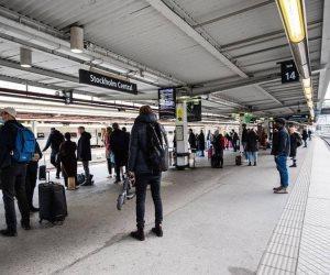 قصة أم ألقت بنفسها وطفليها أمام القطار في السويد