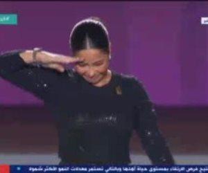"""شيرين تلقى التحية العسكرية أمام الرئيس بمؤتمر حياة كريمة.. وتغنى """"مصر دايما"""""""