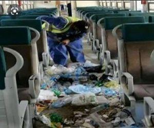 """""""أحمد موسى وقع في الفخ"""".. """"صوت الأمة"""" تكشف حقيقة صورة القمامة في قطار الاسكندرية"""