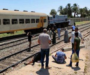 تصادم قطار ركاب في الصدادات الخرسانية بمحطة نجع حمادي ووقوع إصابات