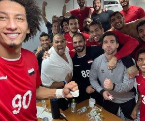 بعد التأهل لنصف نهائي الأولمبياد .. لاعبو اليد يحتفلون بالفوز على ألمانيا داخل غرفة خلع الملابس.. فيديو