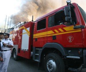 اندلاع حريق في عائمة نيلية بالزمالك والإطفاء تحاول السيطرة على النيران (فيديو)