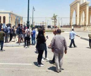 إيمي ودنيا تلقيان «النظرة الأخيرة» على دلال عبد العزيز قبل لقاء الأحباب (صور)