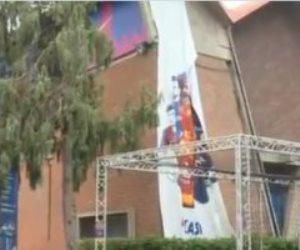 """إزالة صور ميسي من محيط ملعب """"كامب نو"""" بعد رحيله عن برشلونة رسميا.. فيديو"""