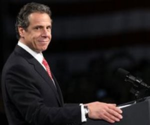فضيحة .. حاكم نيويورك يعلن استقالته بعد ثبوت تحرشه جنسيا ب 11 امراة