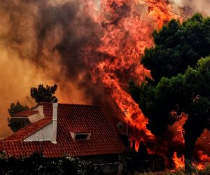 الدين vs النيران.. هل تطفئ التكبيرات الحرائق؟
