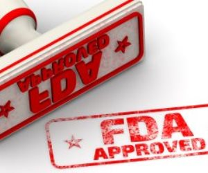 """FDA"" توافق على أول لقاح لفيروس كورونا من فايزر يحمل اسم Comirnaty"