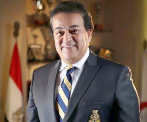 وزير التعليم العالى: نتعاون مع وزارة الصحة لتوفير اللقاحات للعاملين بالجامعات قبل بدء العام