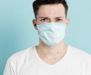 """الكمامة هي الحل.. """"الصحة"""" تحث المواطنين على ارتدائها بعد التطعيم بلقاح كورونا"""
