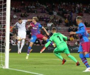 برشلونة يخطف تعادلا قاتلا من غرناطة فى الدوري الإسباني