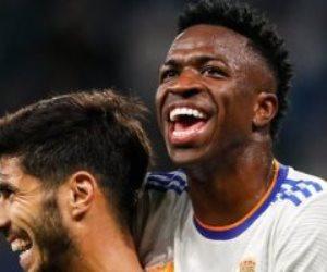 بنزيما وأسينسيو يتقدمان 3-1 لـ ريال مدريد ضد مايوركا فى الشوط الأول