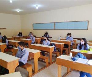 التعليم : ترتيب جلوس الطلاب بشكل تبادلي وتقسيم المدرسة لفترتين إذا تطلب الأمر
