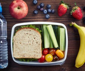 مع عودة المدارس ..بعض الأطعمة والخضروات التى تساعد على زيادة التركيز وتقوية المناعة للطلاب