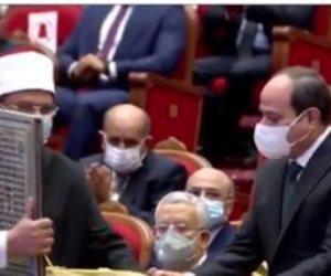 وزير الأوقاف يهدي الرئيس السيسي أحدث إصدارات المجموعة الثانية من سلسلة رؤية
