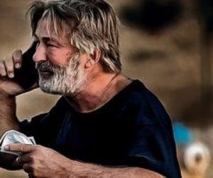 القصة الكاملة لحادث فيلم «Rust».. أليك بالدوين يقتل مديرة التصوير والمخرج في حالة حرجة